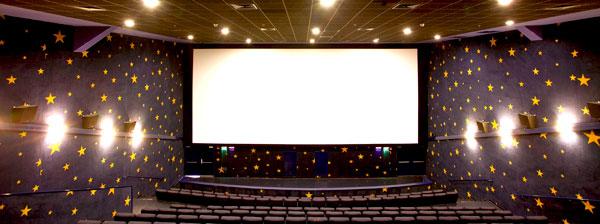 Пример оформления смотрового зала кинотеатра с использованием акустических панелей Ecophon